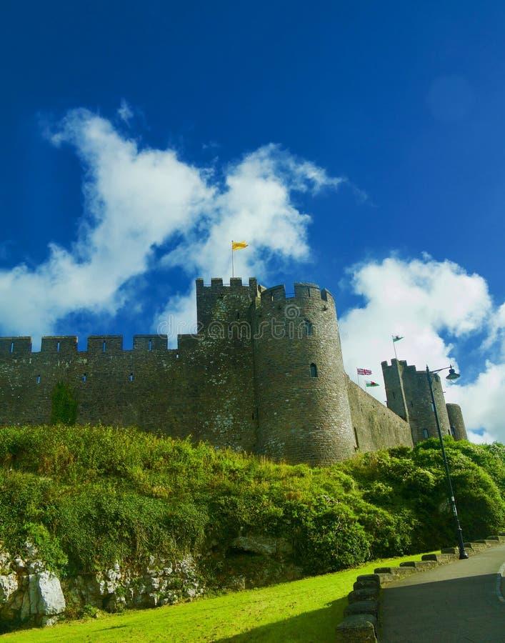 在彭布罗克角城堡的云彩 图库摄影