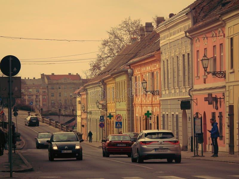在彼得罗瓦拉丁& x28的老贝尔格莱德街;诺维萨德,伏伊伏丁那自治省,Serbia& x29; 免版税图库摄影