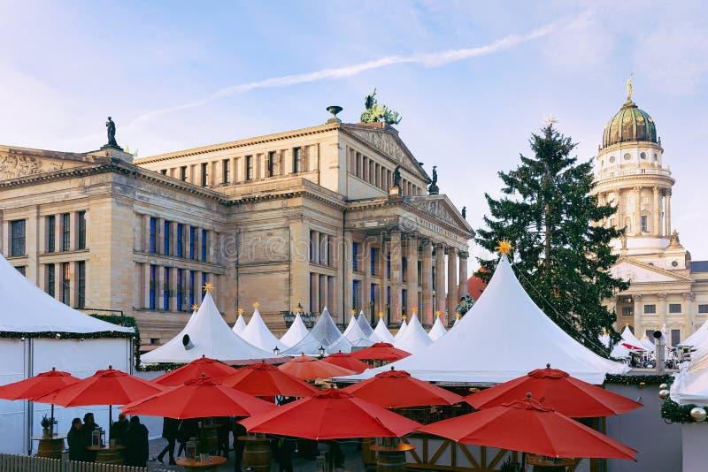 在御林广场的圣诞节市场在德国的冬天柏林 免版税库存图片
