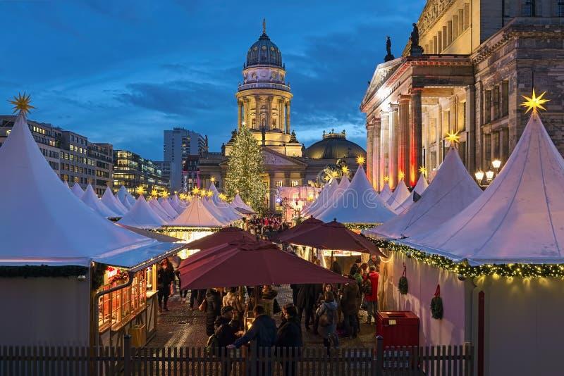 在御林广场的圣诞节市场在柏林,德国 免版税库存图片
