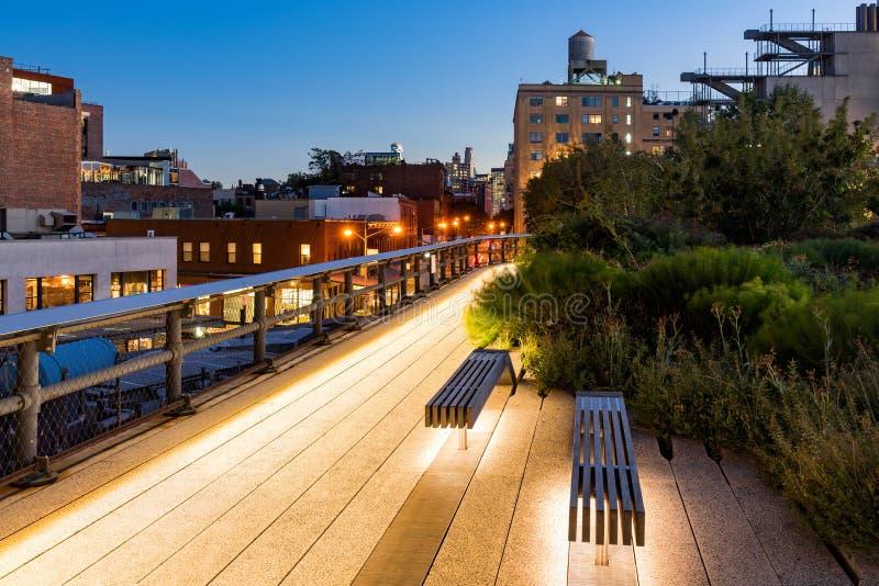 在微明,西部村庄,曼哈顿,纽约的Highline 免版税库存照片