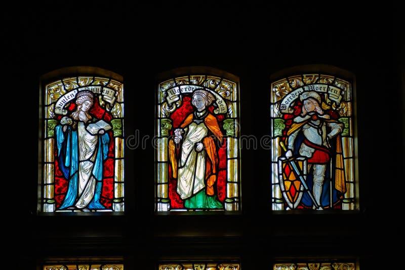 在德哈尔城堡的彩色玻璃窗 图库摄影