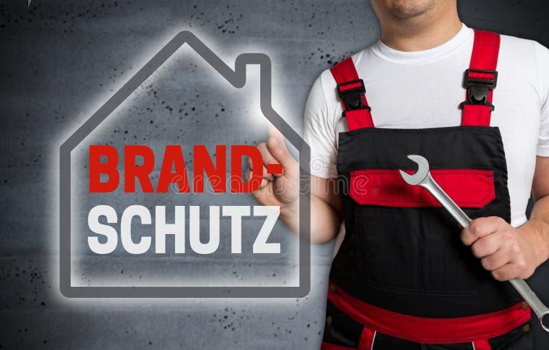 在德国消防的Brandschutz与房子触摸屏幕我 图库摄影
