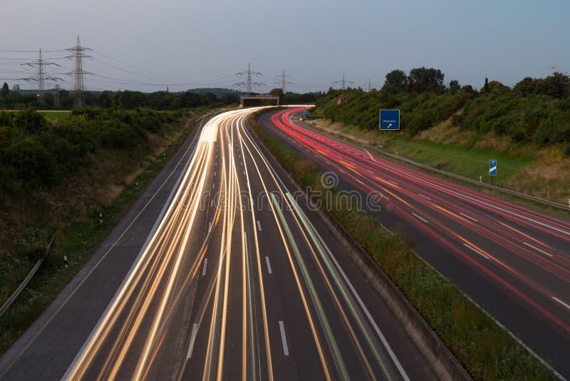 在德国高速公路的长的曝光日落在科隆,德国附近 库存照片