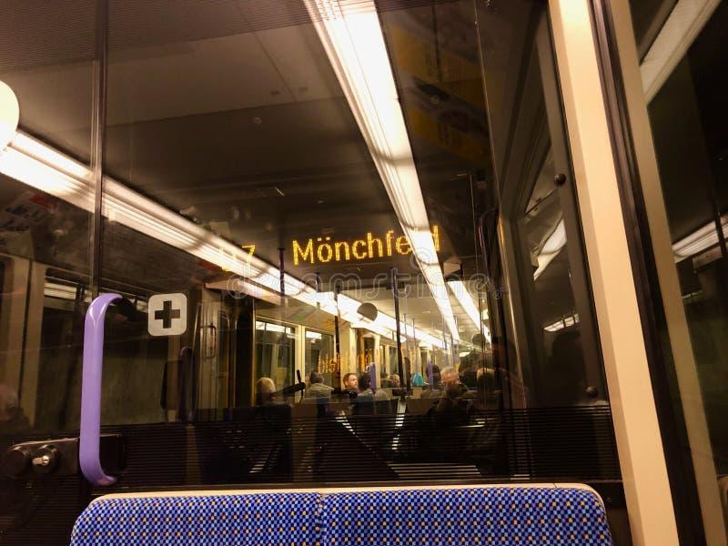 在德国S-Bahn车辆纵列管内部里面 免版税库存图片