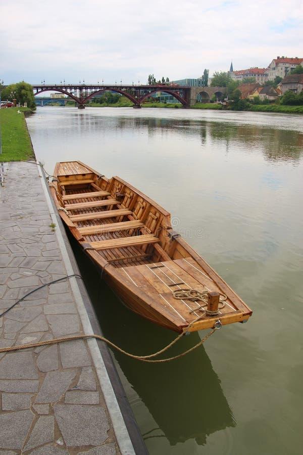 在德拉瓦河河的历史的木筏 马里博尔,斯洛文尼亚 免版税库存照片