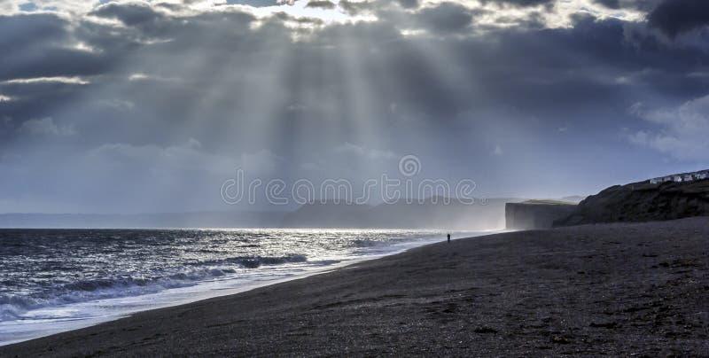 在德文郡侏罗纪海岸的日落 库存照片