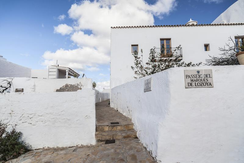 在德普伊赫在圣诞老人的de missa小山的典型的拜雷阿尔斯房子街道  库存图片
