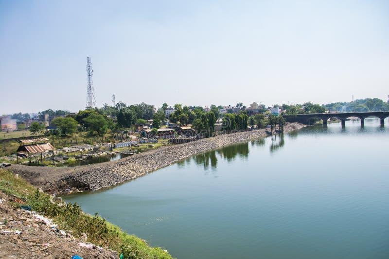 在德瓦斯印度附近的圣洁河Kshipra 免版税库存图片