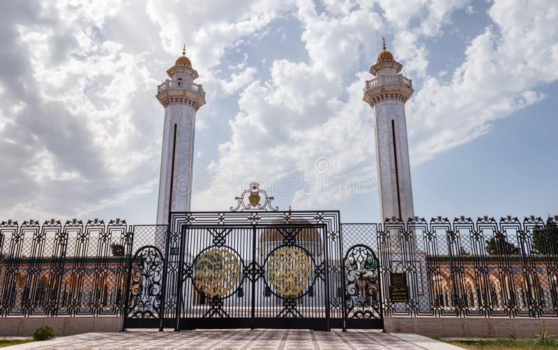在德西迪El Mezri古老回教公墓的疆土,在莫纳斯蒂尔,在它的西部中上升陵墓 图库摄影