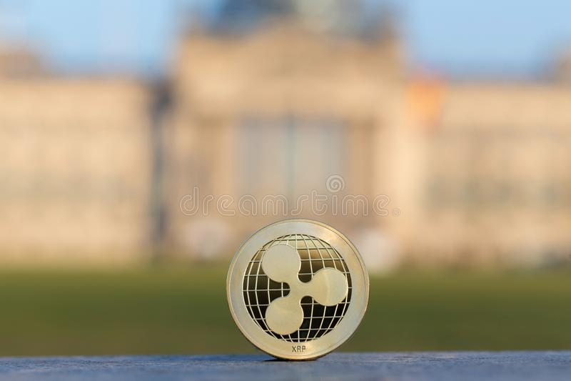 在德语联邦议会柏林前面的波纹硬币 免版税库存图片