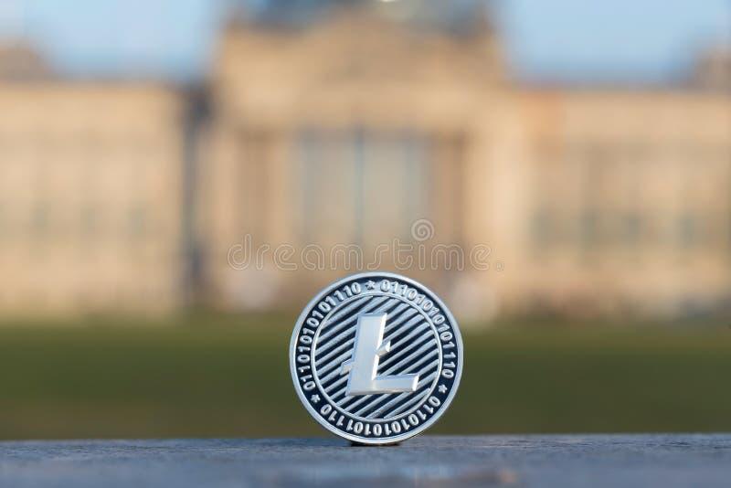在德语联邦议会柏林前面的Litecoin 免版税图库摄影