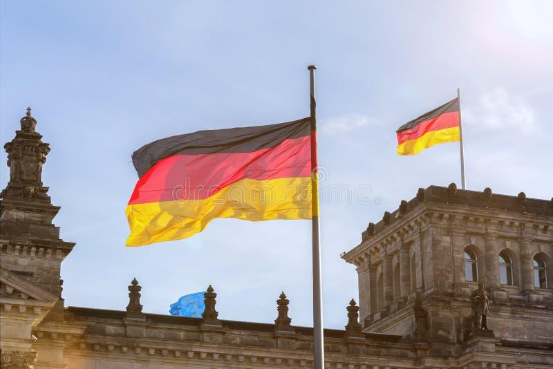 在德语联邦议会的德国旗子 库存照片