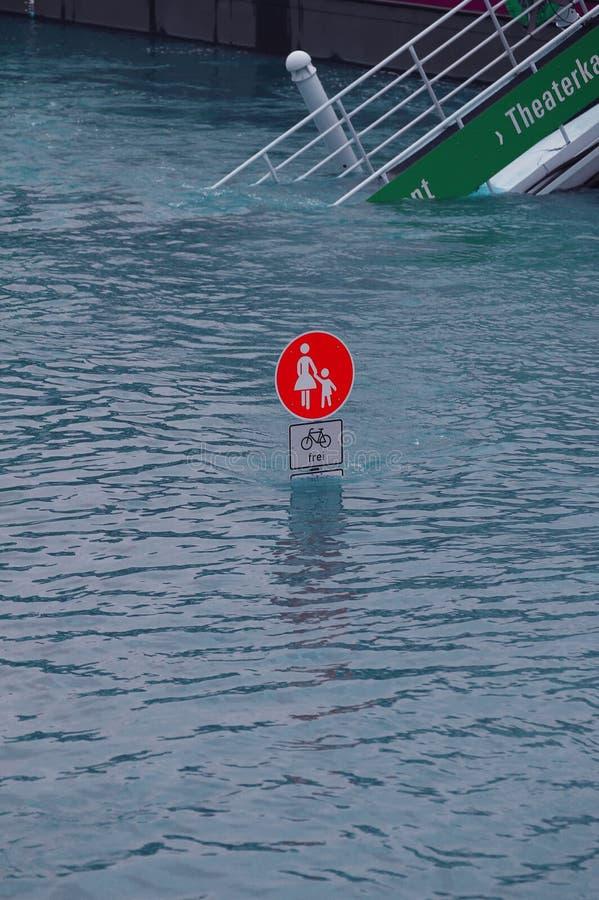 洪水在德累斯顿2013年 库存照片