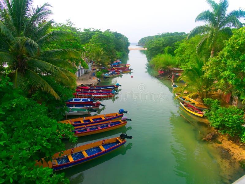 在怀特河停放的小船牙买加 免版税库存照片