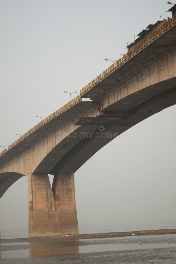 在恒河上的桥梁在巴特那,印度 免版税库存照片