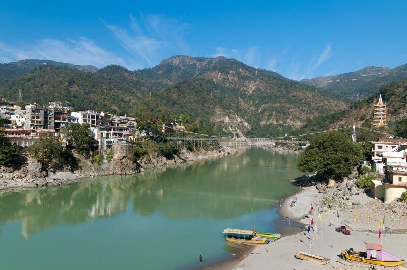 在恒河的Laxman Jhula桥梁 免版税图库摄影