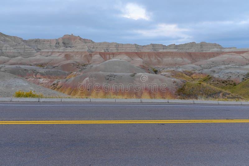 在恶地国家公园,南达科他的路 图库摄影