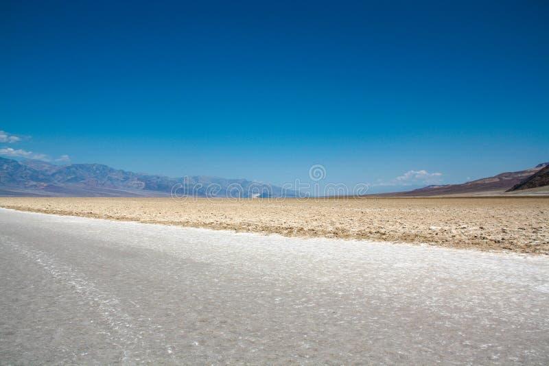在恶水盆地,死亡谷,内华达的盐平原 库存图片