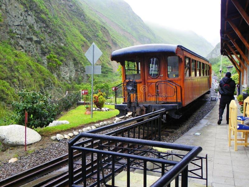 在恶魔的鼻子驻地,厄瓜多尔的旅游减速火箭的蒸汽火车 免版税库存图片
