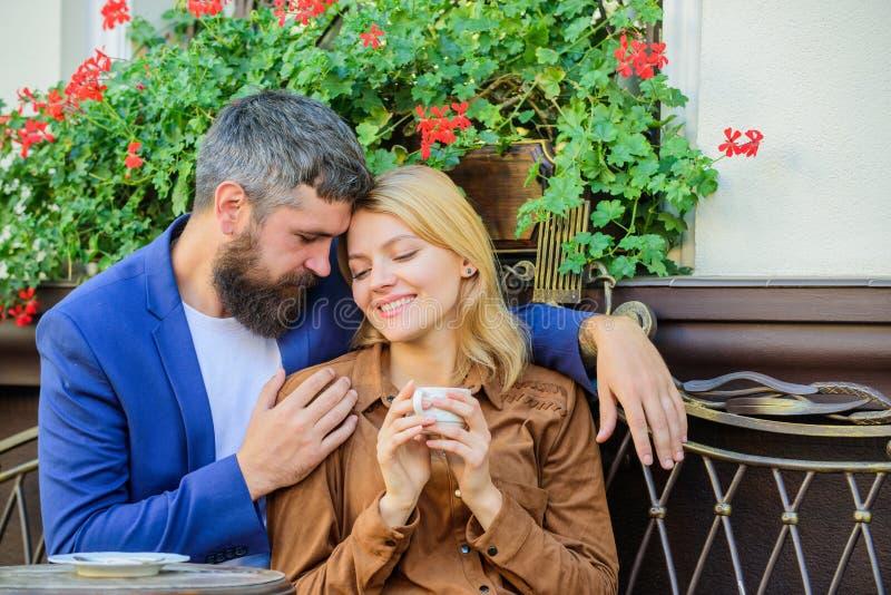 在您约会商人前,事知道 发现和日期商人 与商人的女孩约会 约会商人 库存照片
