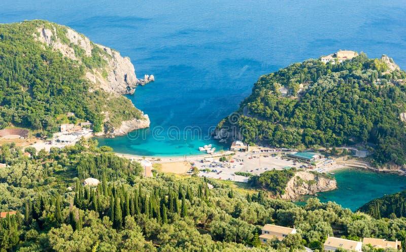 在惊人的海滩的看法在科孚岛海岛,希腊上的Paleokastritsa 库存图片