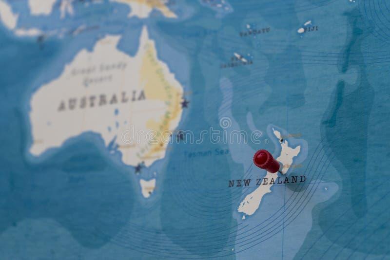 在惠灵顿,世界地图的新西兰的一个别针 库存图片