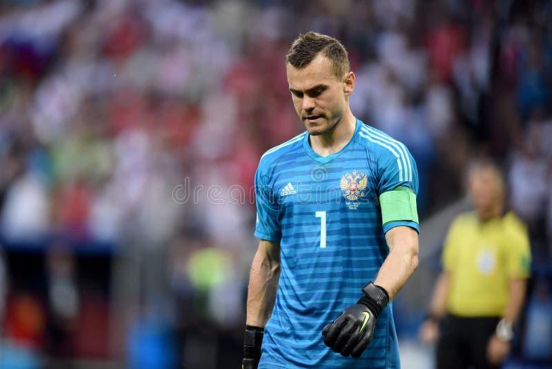 在惩罚枪战期间的俄国全国足球队守门员伊戈尔・阿金费耶夫在16比赛西班牙世界杯足球赛2018回合对 免版税库存图片