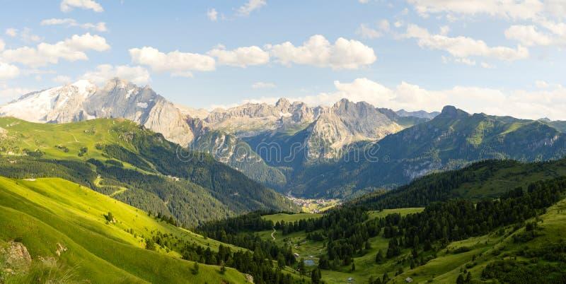 在意大利南蒂罗尔的惊人的全景风景 免版税库存图片