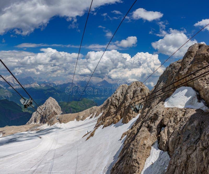 在意大利白云岩的高山,马尔莫拉达山 免版税库存照片