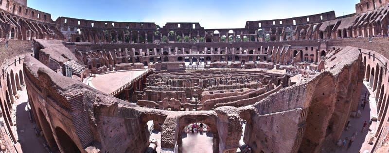 在意大利罗马视图里面的colosseum 免版税库存图片