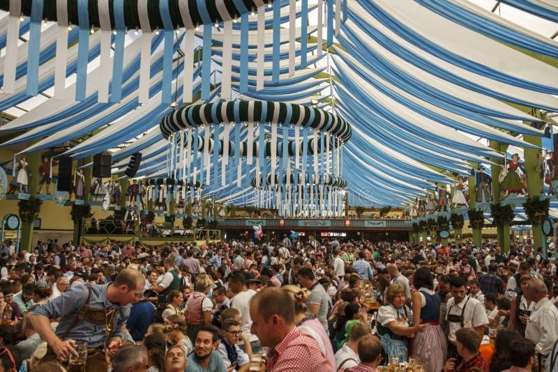 在慕尼黑啤酒节的Ochsenbraterei帐篷在慕尼黑,德国, 2016年 库存照片