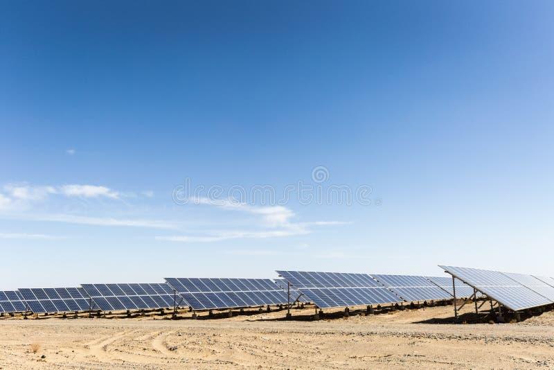 在戈壁的太阳能 库存照片