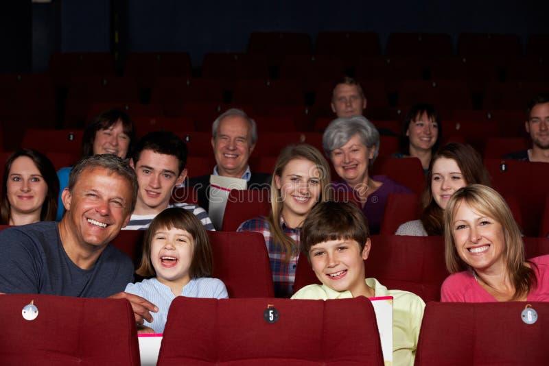在戏院的系列注意的影片 免版税图库摄影