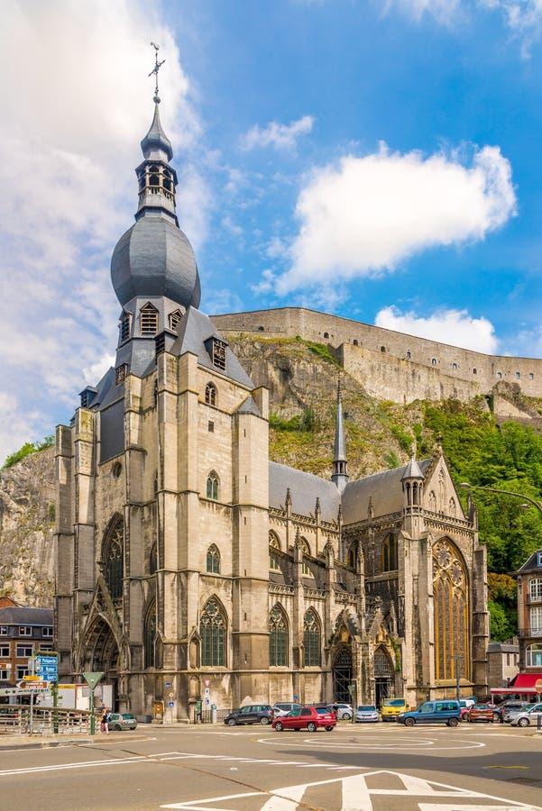 在我们的夫人Assumtion教会的看法在迪南-比利时 免版税库存照片