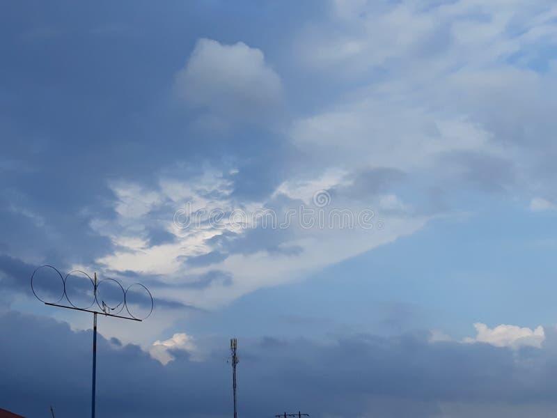 在我的学校🌪🌪的天空 免版税库存图片
