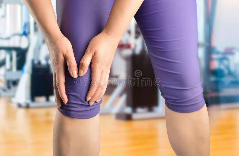 在我的膝盖的伤害 免版税图库摄影