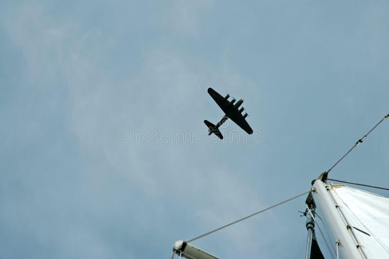 在战争的鸟飞行 免版税库存图片