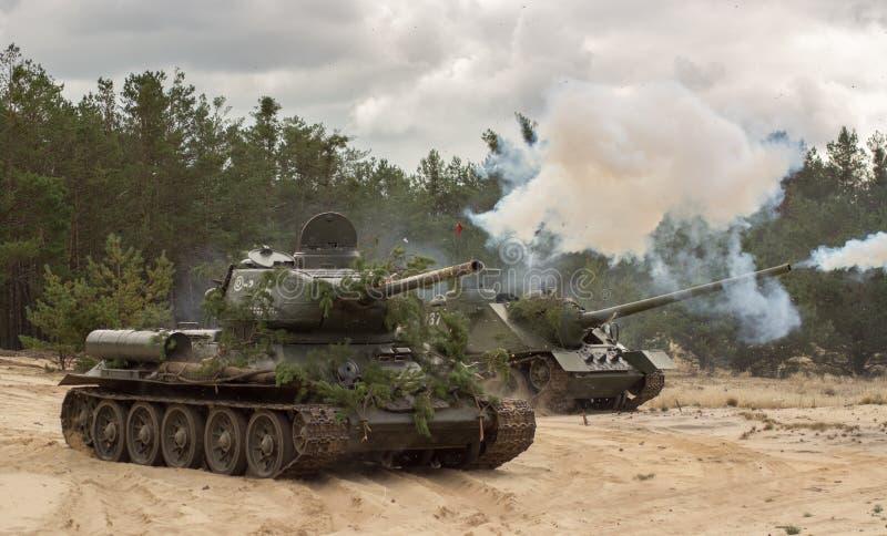在战场的俄国军事坦克T34 库存照片