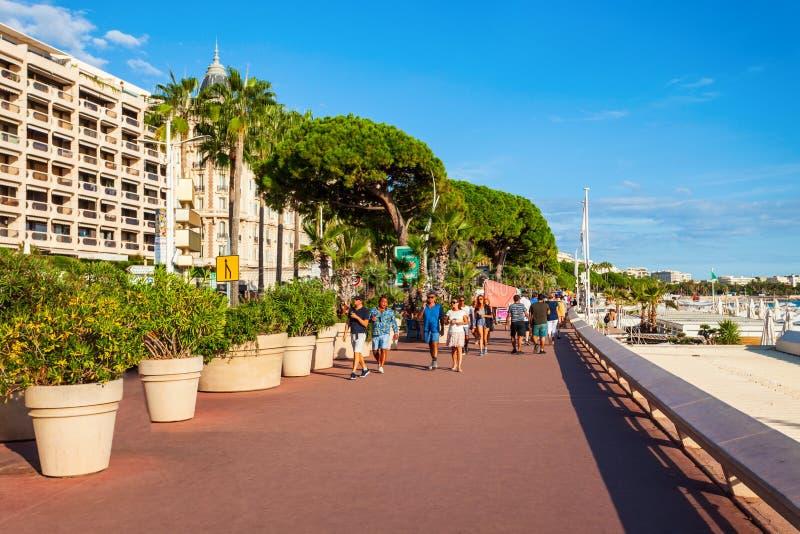 在戛纳散步克鲁瓦塞特大道 免版税库存照片