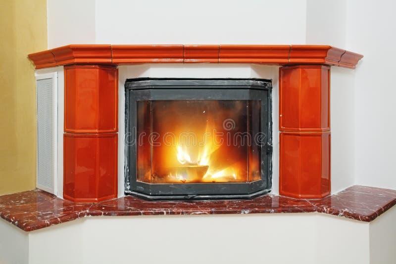 在房子内部的壁炉 免版税图库摄影