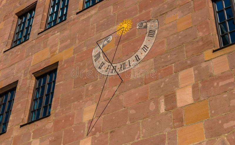 在房子墙壁上的日规在纽伦堡 库存图片