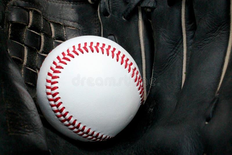 在手套的棒球 免版税库存照片
