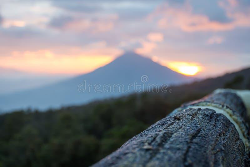 在手表塔的温暖的早晨日出有登上Cikuray看法  登上帕潘达扬火山美好的风景  帕潘达扬火山山是 免版税库存图片