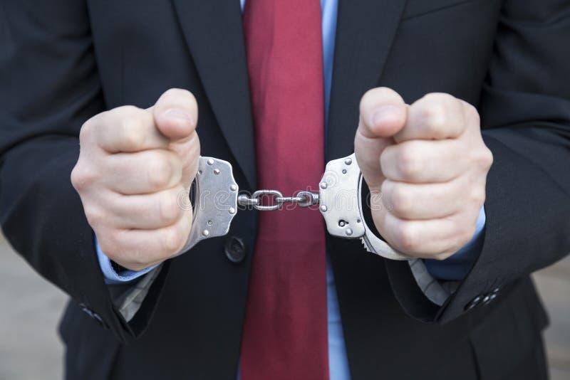 在手铐的商人 免版税库存照片