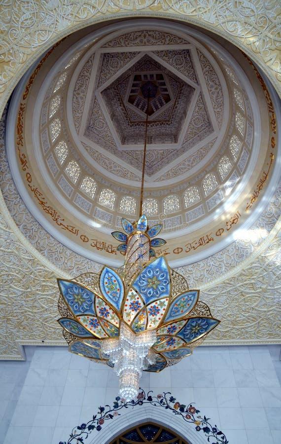 在扎耶德Grand Mosque,阿布扎比,阿拉伯联合酋长国回教族长的枝形吊灯 库存图片