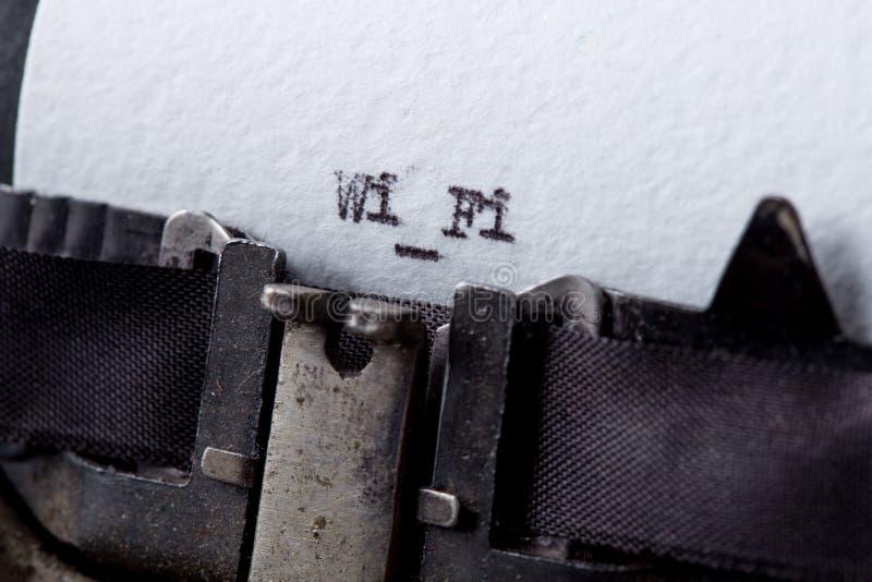 在打字机特写镜头的WiFi短信 库存照片