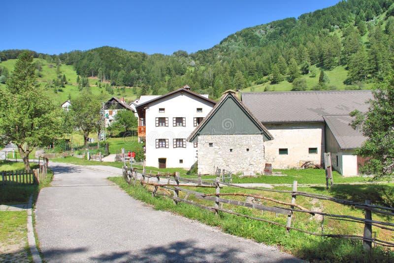 在托尔明,斯洛文尼亚附近的高山村庄 免版税图库摄影