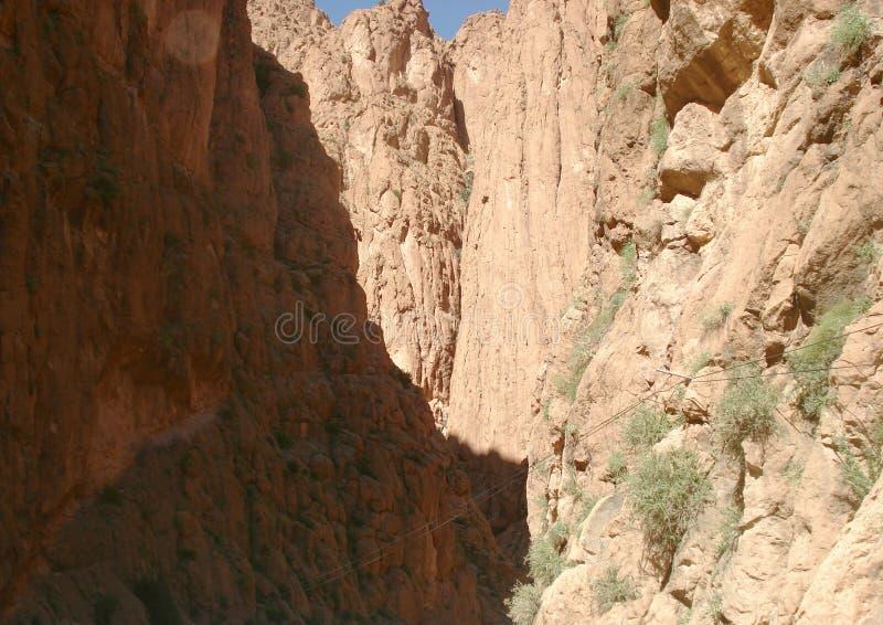 在托德拉峡谷里面在摩洛哥 免版税库存照片