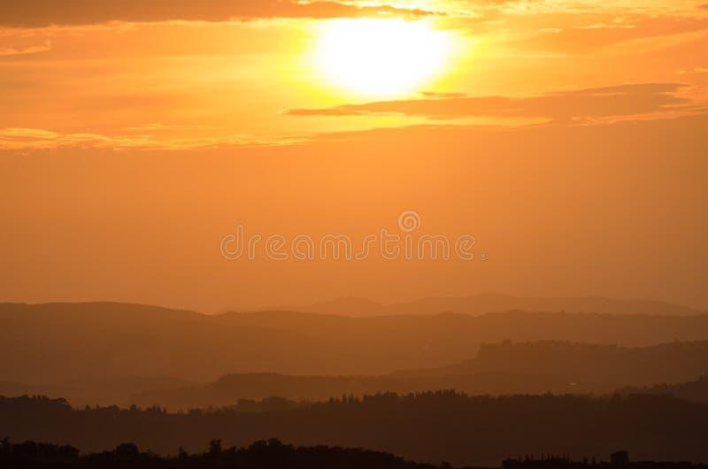 在托斯坎小山的日落 免版税库存图片